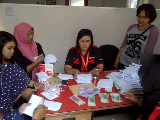 Relawan Dilibatkan Hitung Uang Donasi