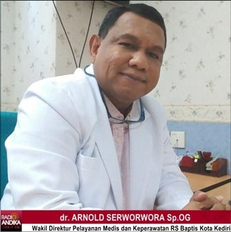 dokter_Arnold_Wadir_RS_Baptis_Kediri_5.jpg