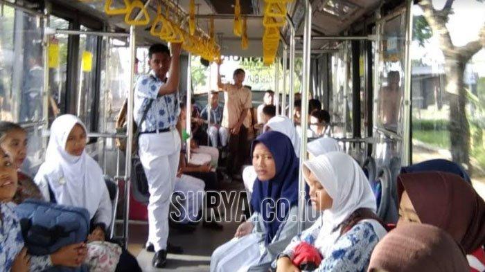 suasana-penumpang-bus-sekolah-di-kota-blitar.jpg