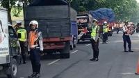 Polisi dan Dishub Gencarkan Razia Kendaraan Angkutan Barang di Sidoarjo
