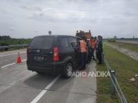 Driver Ngantuk Tabrak Pembatas Jalan.