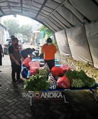 Pemkot Kediri dan Si Jamal Bantu Sayur dan Lauk Mentah Warga Diisolasi di Perum Permata Jingga