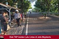 Dua Pemotor Bertabrakan di Jetis Mojokerto, 1 Orang Meninggal Terlindas Truk