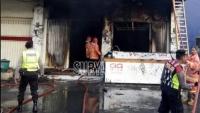 Kebakaran Cafe depan Stadion Brawijaya Kediri, Empat Mobil PMK Didatangkan untuk Padamkan Api