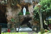 Fenomena Kediri, Goa Maria Lourdes diyakini dapat menyembuhkan berbagai penyakit dan memberi anak