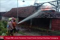 Tersambar Api, Bangunan Produksi Genting di Boyolangu Tulungagung Terbakar