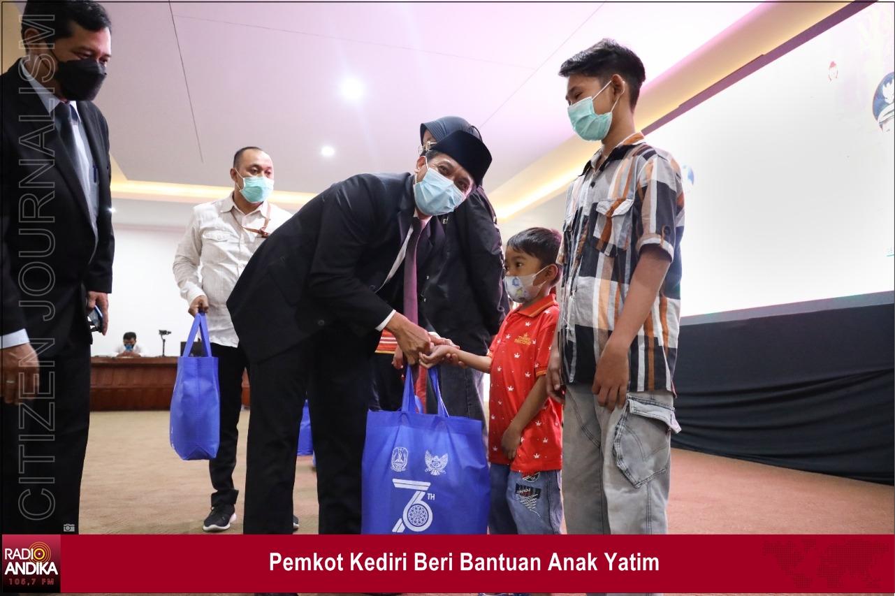 Pemkot_Kediri_Beri_Bantuan_Anak_Yatim.jpg