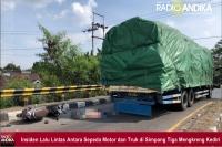 Mendahului Dari Kiri, Pemotor Luka Berat Terserempet Truk di Mengkreng