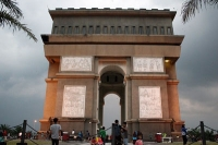 Simpang Lima Gumul Kediri, Monumen Layaknya di L 'Arc de Triomphe Paris
